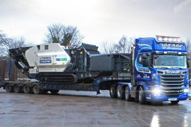 Broyeur mobile Terex Ecotec TBG 630 Lheureux 3 - Départ d'une livraison avec remorquage sur camion Scania d'un Broyeur - broyeur végétaux - broyeur de branche - broyeur de végétaux - broyeur à branche - broyeur végétaux location - broyeur agricole - broyeur à marteau - broyeur tracteur – broyeur déchets – broyeur mobile – broyeur stationnaire