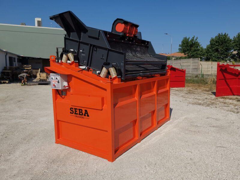 Vue d'ensemble du Crible Mobile Compact 2 étages 3m² SEBA LS26 pour une utilisation dans les carrières ou sur les chantiers de TP grâce aux agences Lheureux de Périgny-sur-Yerres, Hulluch, Saint-Hilaire-de-Brethmas, Terssac, Pierrelatte, Gap, Aix-En-Provence