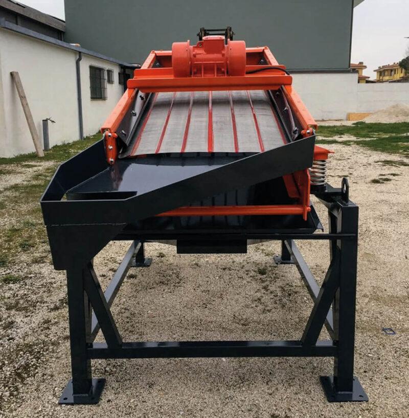 Crible Mobile Compact SEBA LS16 2 étages 1m² neuf pour une livraison vers un chantier de TP ou une carrière d'exploitation afin de cribler des matériaux