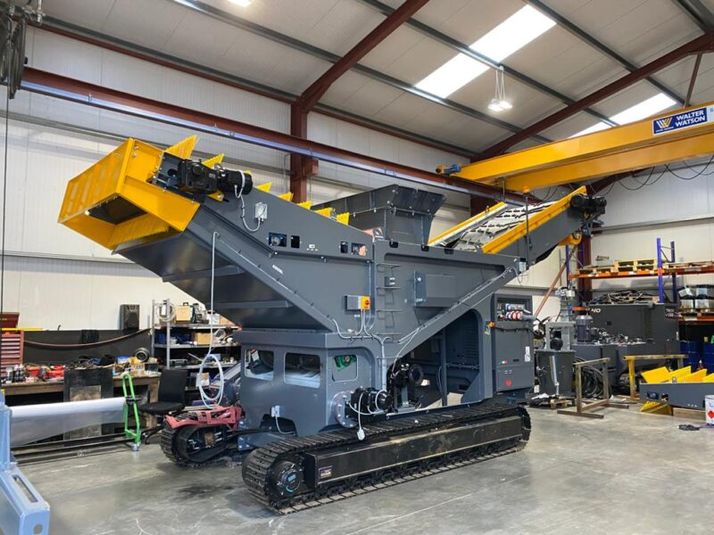 Préparation du Bacs de flottaison TFS1400 Screenpod dans un hangar avant sa vente ou location d'une agence Lheureux