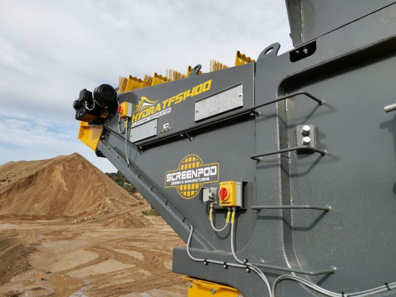 Gros plan sur la partie arrière du bac de flottaison Hydra TFS1400 Screenpod avec les rouleaux brosses pour séparer les matériaux