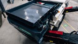 Alimentateur vibrant pour maximiser la répartition et l'alimentation en matériaux du Séparateur à courant de foucault TMS 320 - Terex Ecotec. Disponible dans toute la France